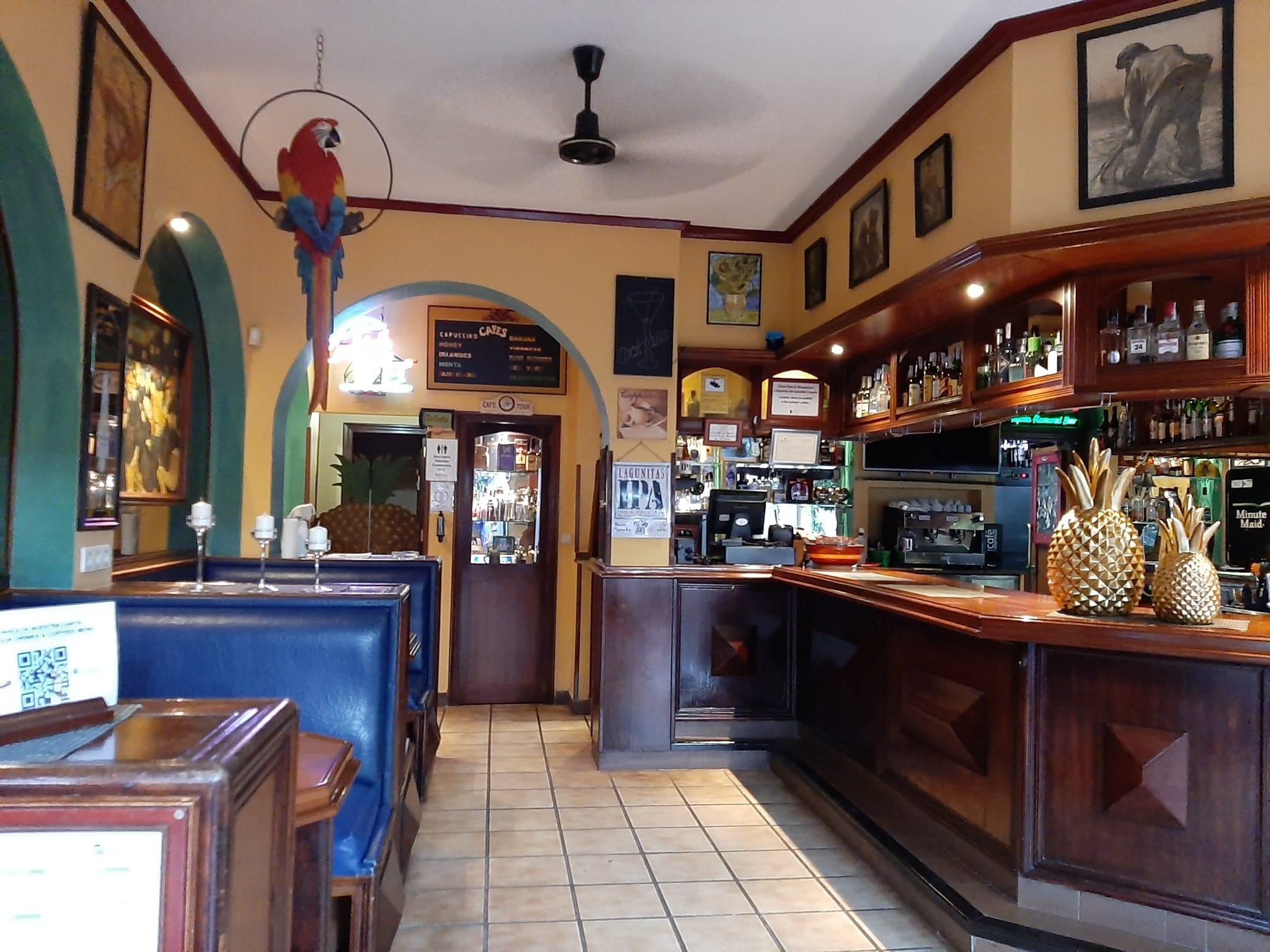 van-gogh-pub-interior-acceso