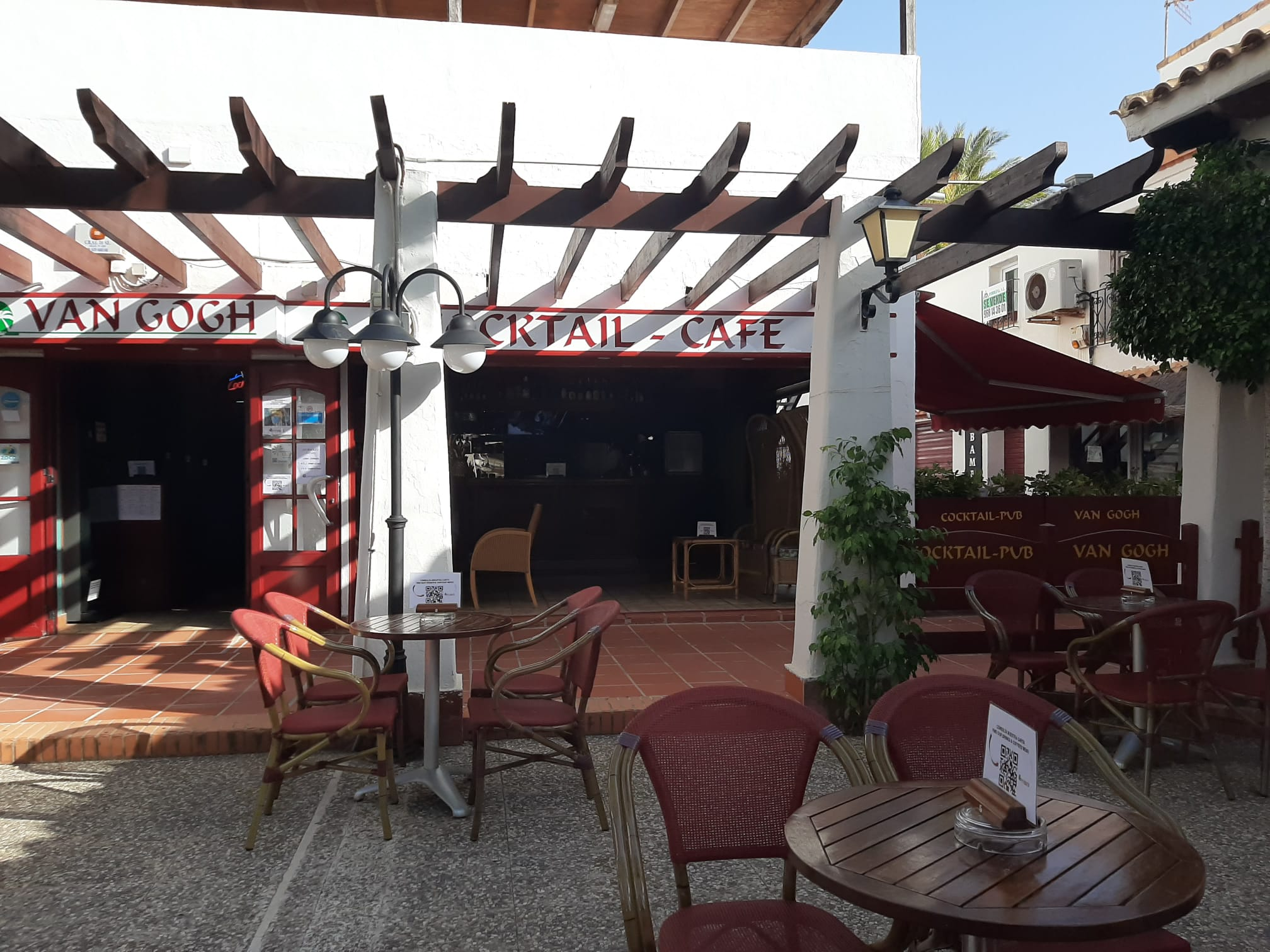 van-gogh-pub-terraza-exterior-centro