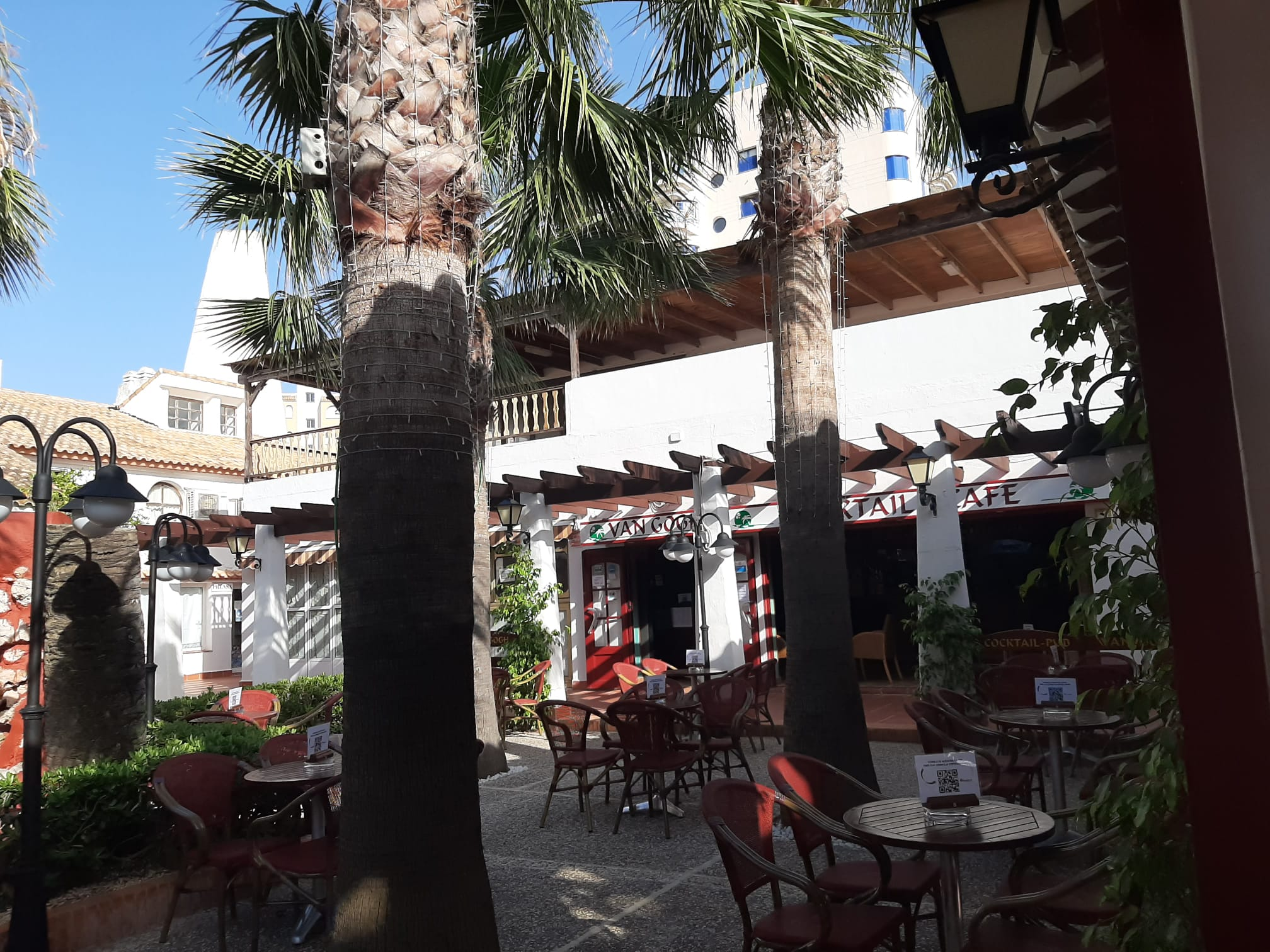 van-gogh-pub-terraza-exterior-fondo-2