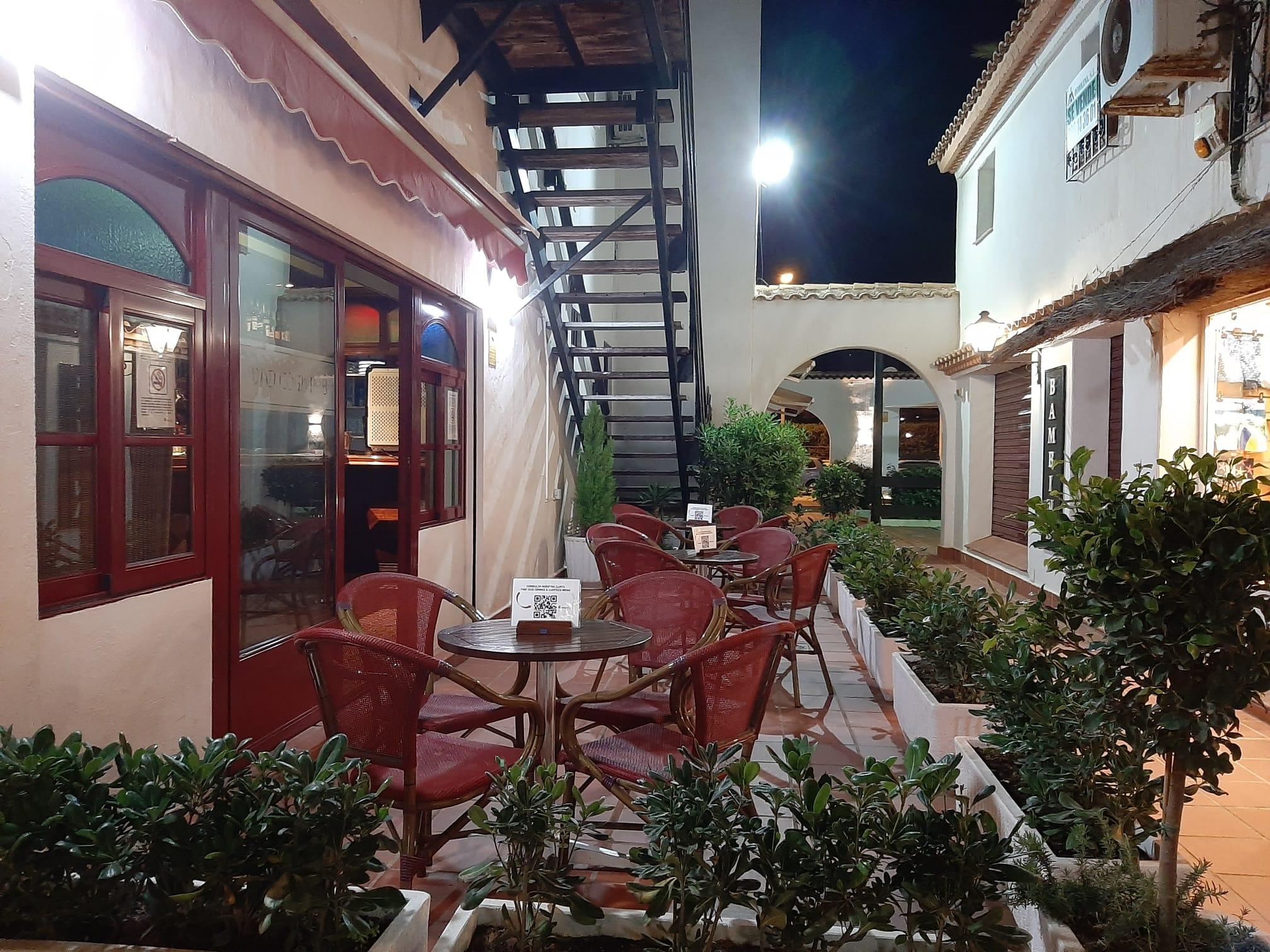 van-gogh-pub-terraza-lateral-2